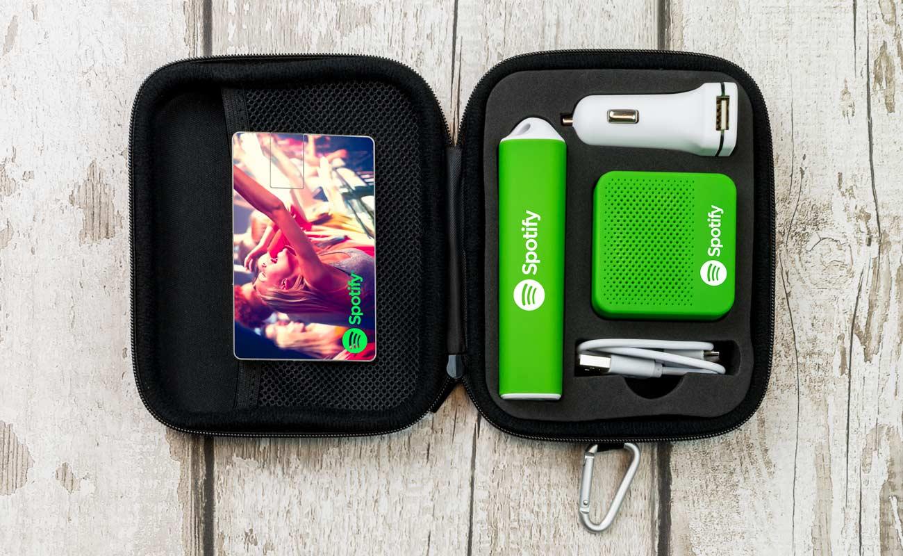 インパクト L - USB 名入れ, 法人ギフトモバイルバッテリー, Custom Car Charger と Custom Speakers