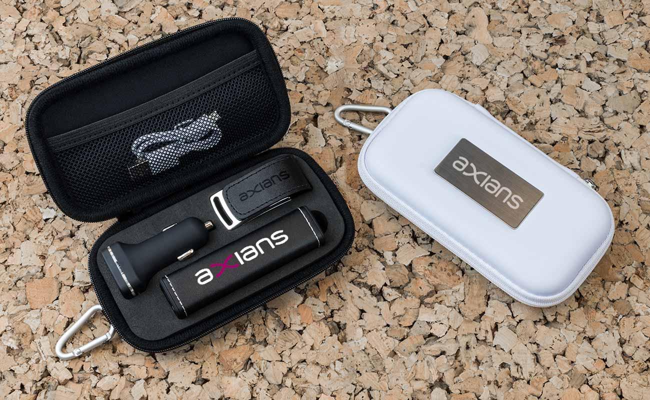 レザー M - USB 名入れ, 法人ギフトモバイルバッテリー と Custom Car Charger
